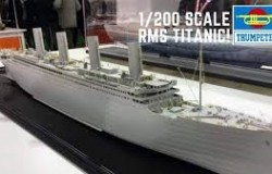 R.M.S. Titanic incl. LED set 1/200