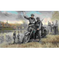 R12 MOTORCYCLE,W. 2 RIDERS 1/35